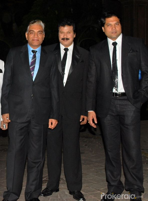 http://www.prokerala.com/gallery/pics/800/b-p-singh-dinesh-phadnis-with-dayanand-shetty-at-4019.jpg