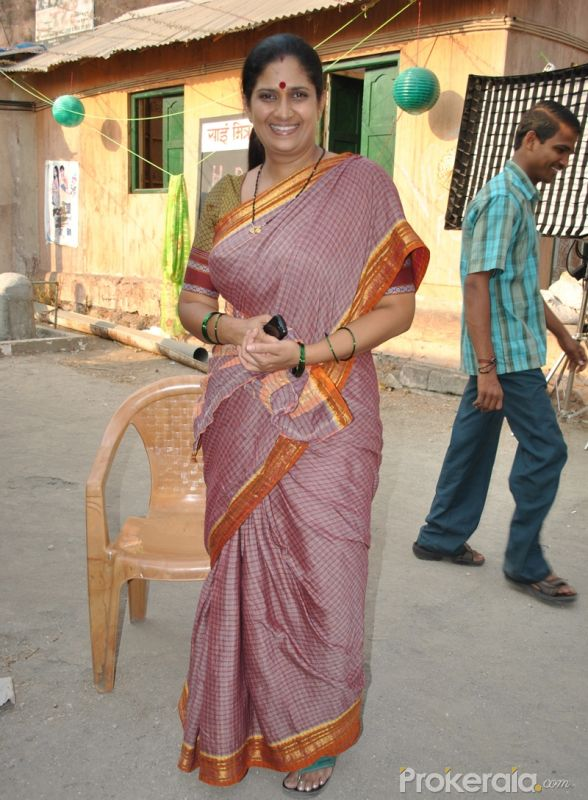http://www.prokerala.com/gallery/pics/800/chinmayee-sumeet-on-set-of-the-serial-lagi-tujhse-3115.jpg