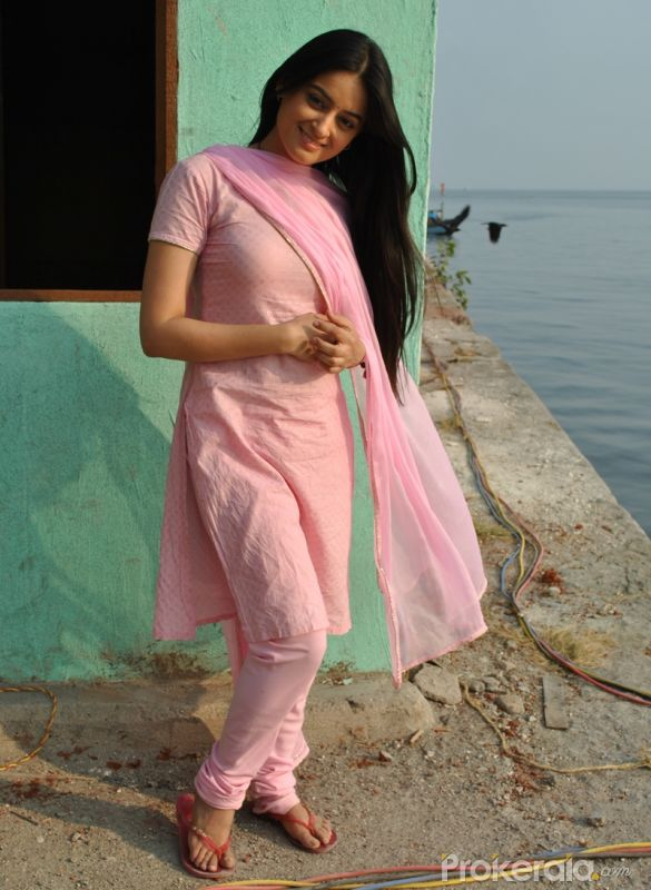 http://www.prokerala.com/gallery/pics/800/mahi-vij-on-set-of-the-serial-lagi-tujhse-lagan-3116.jpg