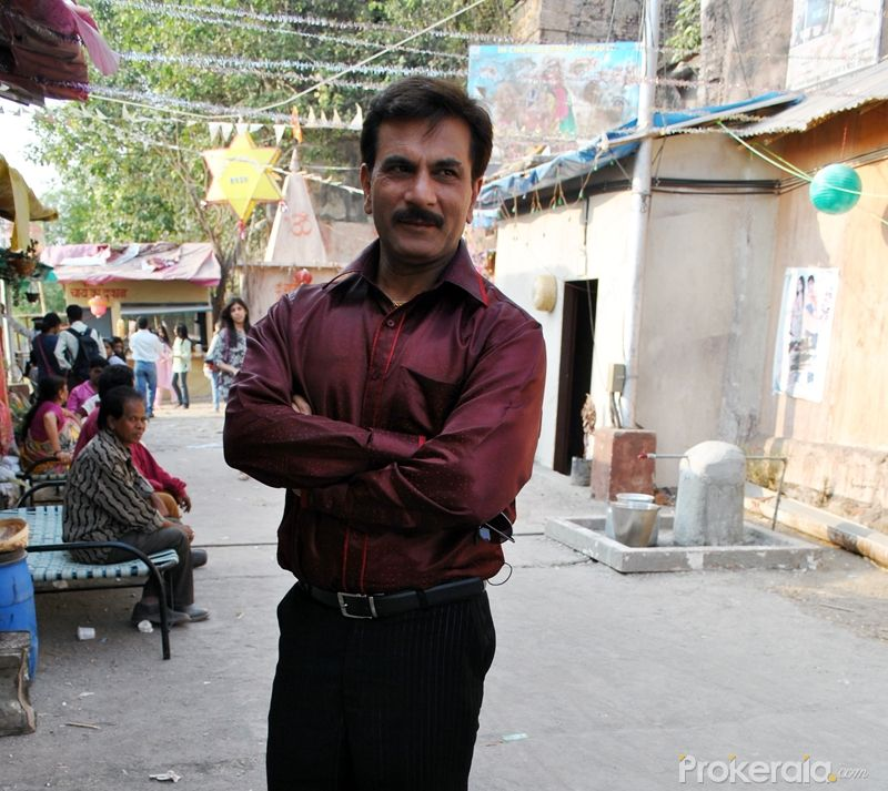 http://www.prokerala.com/gallery/pics/800/pawan-malhotra-on-set-of-the-serial-lagi-tujhse-3119.jpg
