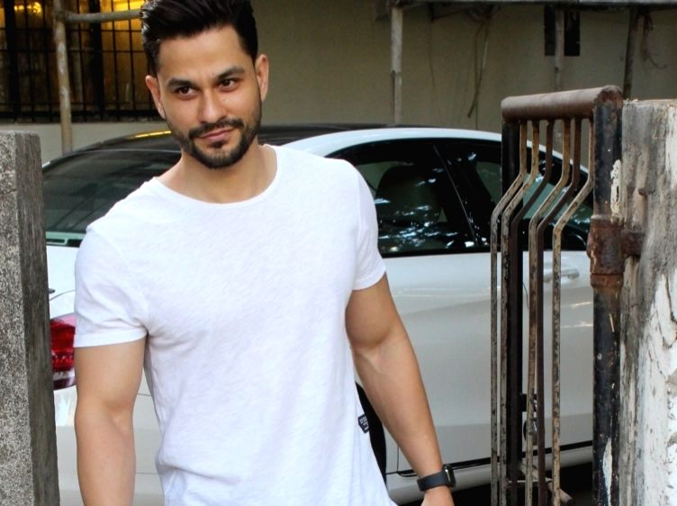 Handsome Hunk Kunal Khemmu Reveals How He Achieved His Malang Perfect Body In A Short Time