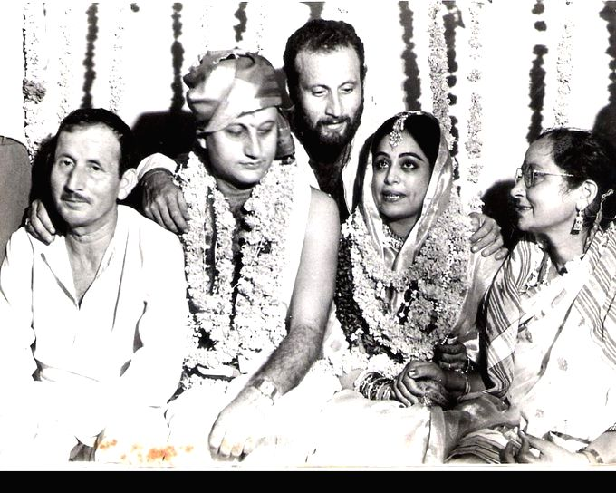 Anupam Kher celebrates 36th anniversary with Kirron Kher, shares wedding  pic with a heart-warming note