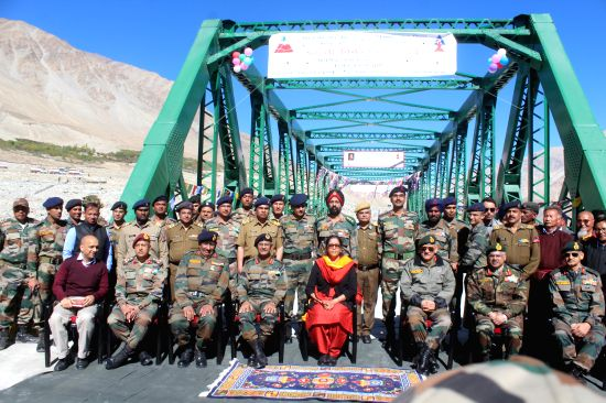 Defence Minister Smt Nirmala Sitharaman inaugurated a bridge on river Shyok on the road between Durbuk and Daulat Beg Oldi (DBO) on Saturday, 30 September 2017.