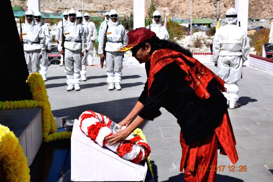 Defence Minister Smt Nirmala Sitharaman laying wreath at the War memorial at Siachen Base Camp on Saturday, 30 September 2017.