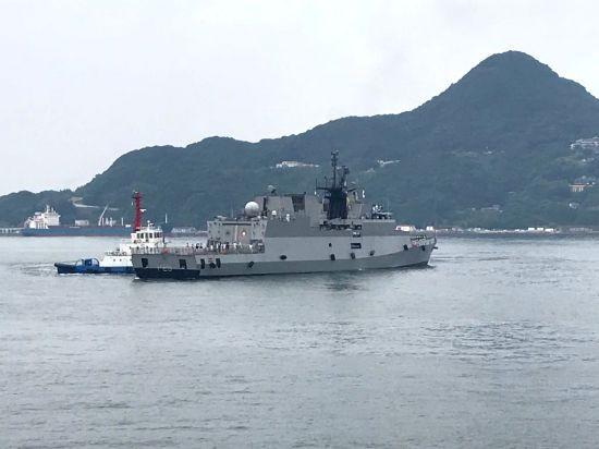 Ships entering harbour