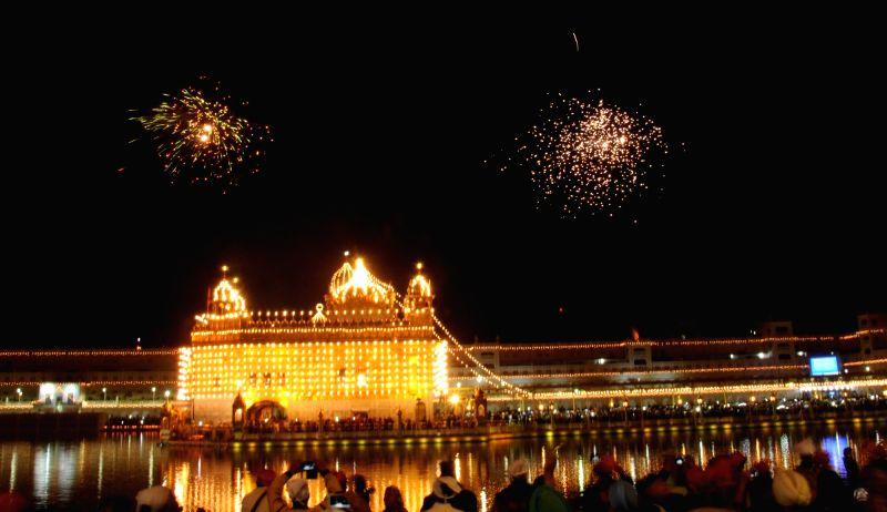 Guru Nanak Jayanthi: Wishes, Greetings, Whatsapp status