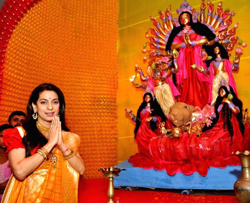 surveen chawla and juhi relationship trust