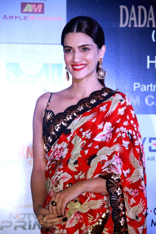"Actress Kriti Sanon at the ""Dadasaheb Phalke Excellence Awards 2018"", at St. Andrews Stadium, Bandra in Mumbai on April 21, 2018.(Image Source: IANS)"