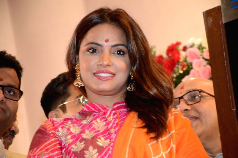 Actress Neetu Chandra during the one-hour long Muhurat trading on Diwali at BSE in Mumbai on Nov 7, 2018.(Image Source: IANS)