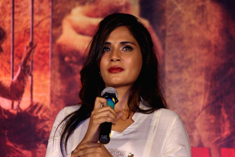 Actress Richa Chadha pay homage during the 3rd death anniversary of Sarabjit Singh in Mumbai on May 4, 2016.