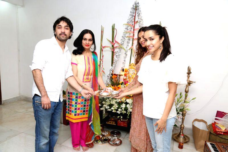 padmini kolhapure and shraddha kapoor relationship quizzes
