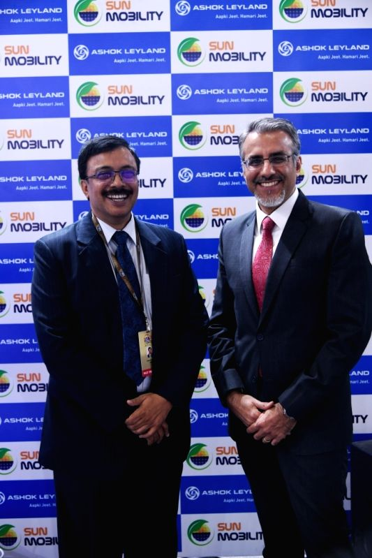 Ashok Leyland MD Vinod K. Dasari (L) and SUN Mobility Co-Founder and Vice Chairman Chetan Maini (R) at Auto Expo 2018 in New Delhi on Feb 8, 2018.(Image Source: IANS)