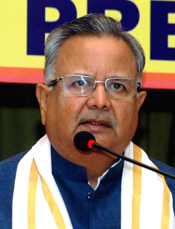 Chhattisgarh Chief Minister Raman Singh addresses a press conference, in Bengaluru on April 19, 2018.(Image Source: IANS)
