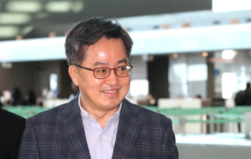 Finance Minister Kim Dong-yeon leaves for Buenos Aires through Incheon International Airport, west of Seoul, on March 16, 2018, to attend the Group of 20 meeting of his counterparts and ...(Image Source: Yonhap/IANS)