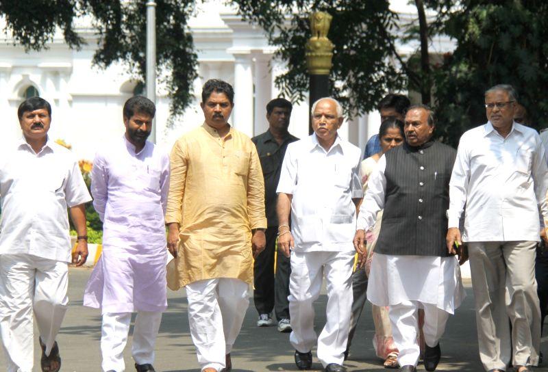 BJP leaders meet Karnataka Governor over drought situation