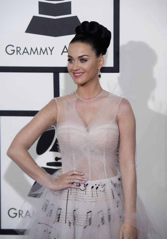 : Katy Perry arrives on the red carpet for the 56th Grammy Awards at the Staples Center in Los Angeles, the United States, on Jan. 26, 2014.  (Xinhua/Yang ...