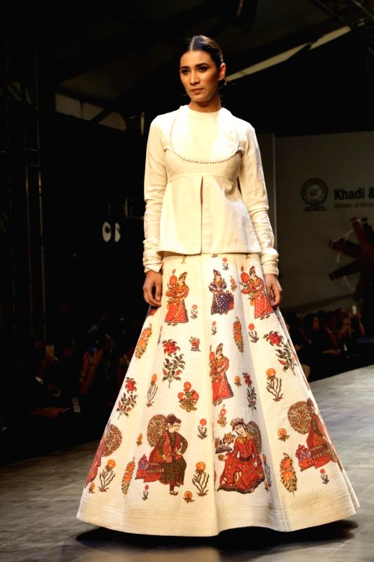 ": New Delhi: A model showcases creation of fashion designer Rohit Bal collections at FDCI Fashion Show ""Khadi - Transcending Boundaries"" in collaboration with KVIC as a part of SME Convention 2018 ...(Photo:IANS)"