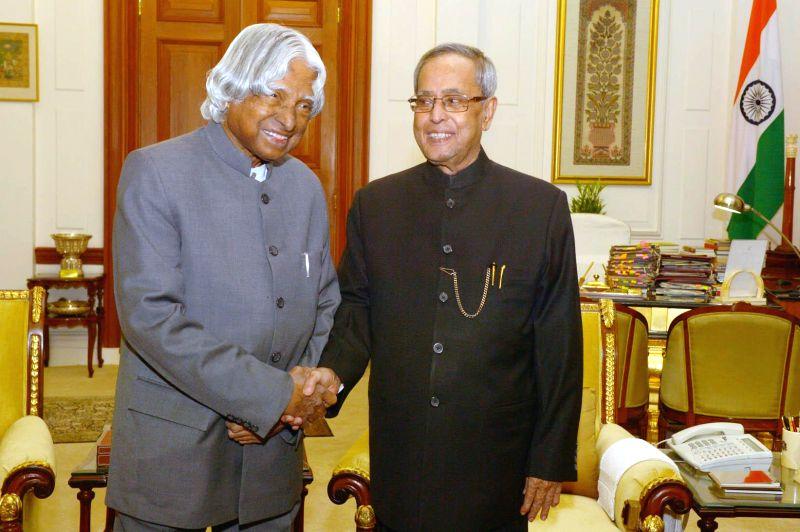 Abdul Kalam calls on President Mukherjee