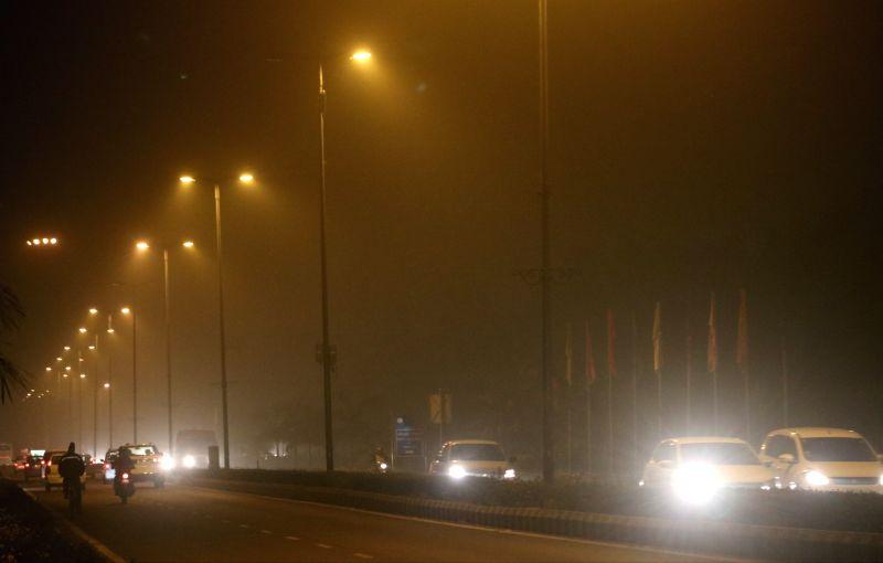 :New Delhi: Smog covers New Delhi, on Nov 13, 2017. (Photo: IANS).