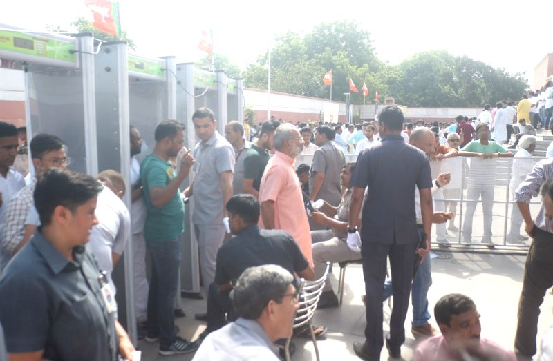 People standing in a queue to pay last respect to former Prime Minister Atal Bihari Vajpayee at BJP head quarter in New Delhi on Aug. 17, 2018.(Image Source: IANS)