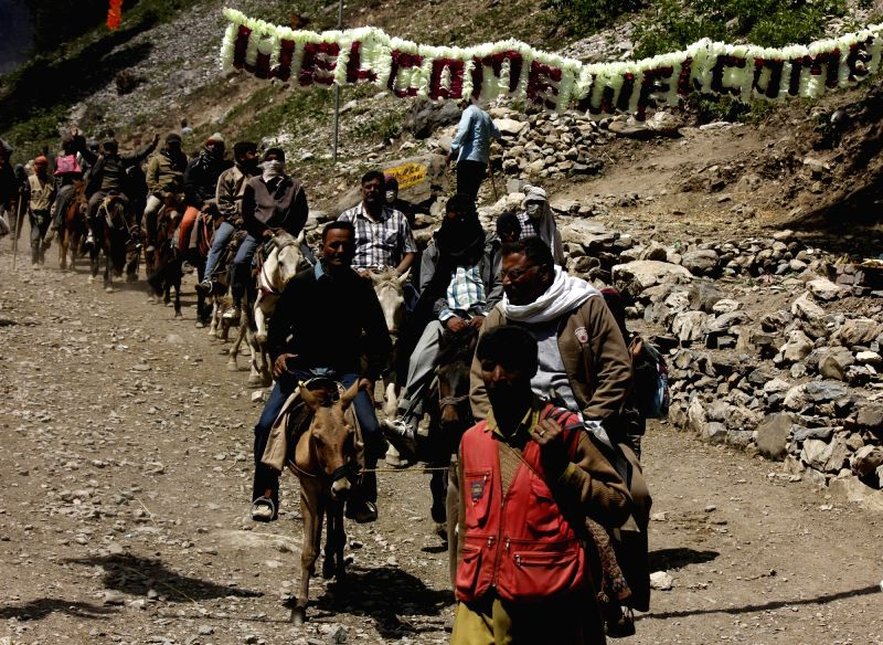 Pilgrims leave for Amarnath. (Image Source: IANS)