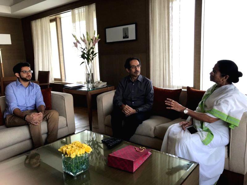 West Bengal Chief Minister Mamata Banerjee calls on Shiv Sena chief Uddhav Thackeray in Mumbai on Nov 2, 2017. Also seen Yuva Sena chief Aditya Thackeray.