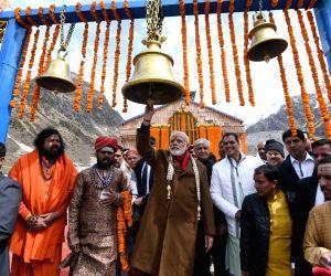 : Kedarnath: Modi visits Kedarnath Temple
