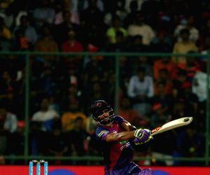 Rising Pune Supergiant batsman Manoj Tiwari in action