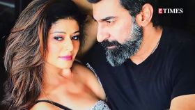 Newlywed Pooja Batra flaunts her chooras on a dinner date with hubby Nawab Shah and friends