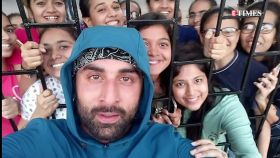 Ranboor Kapoor stops by to click selfie with female fans