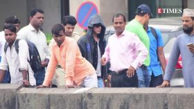 Shah Rukh Khan with Gauri Khan, Karan Johar and other celebrities head to Alibaug