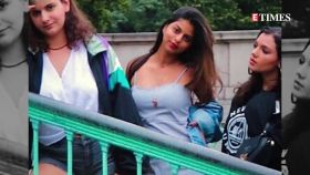 Shah Rukh Khan's darling daughter Suhana Khan looks striking in new viral mirror selfie